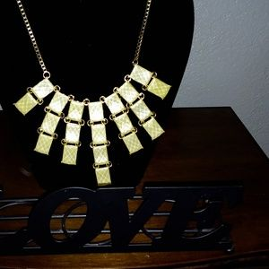 Beautiful soft yellow statement necklace *3for$25*